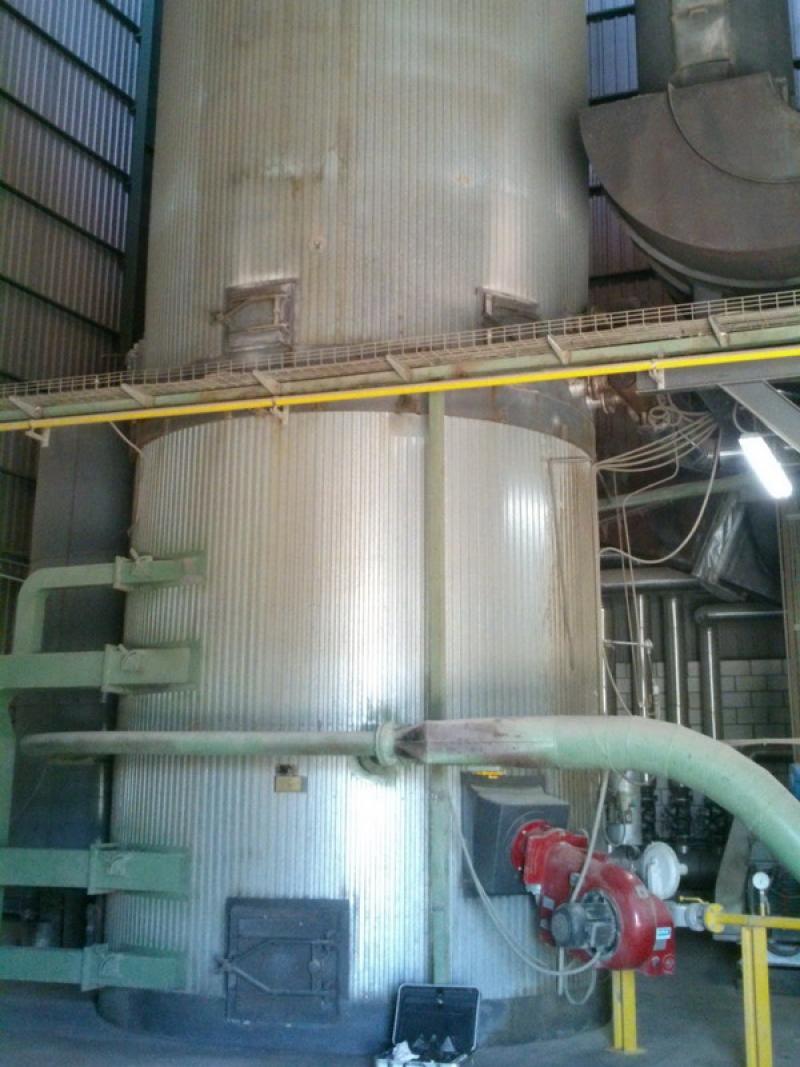 Caldera de biomasa 2.500.000 kcal con encendido de gas natural y utilización de polvo de corcho como combustible