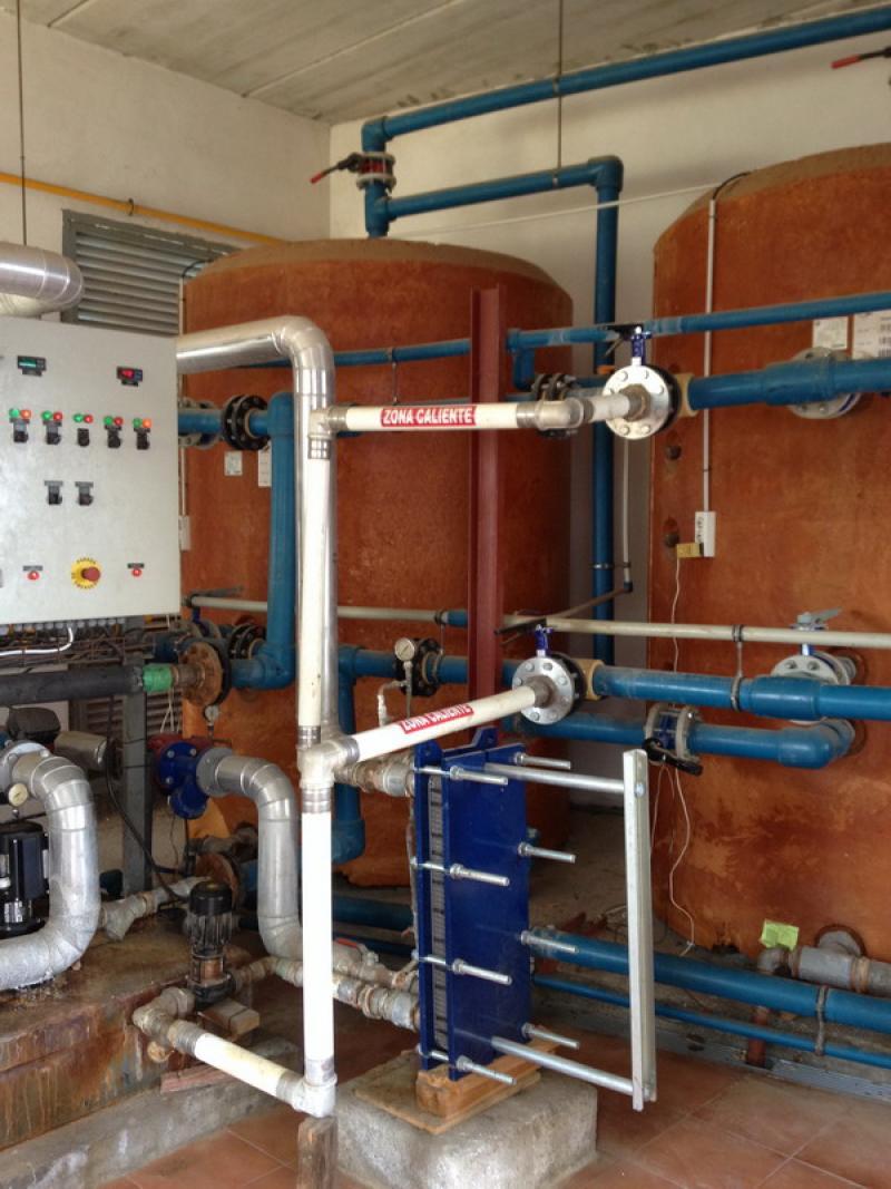 Instalación de ACS formada por tres depósitos de inercia de 3000 litros y tres calderas Aldingás con una potencia total de 1.200.000 kcal